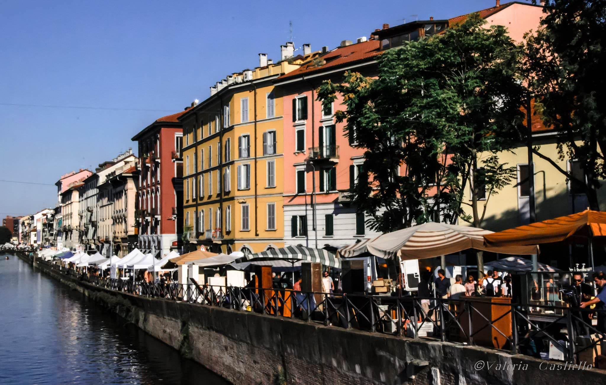 Mercato d'antiquariato sul naviglio grande, Milano