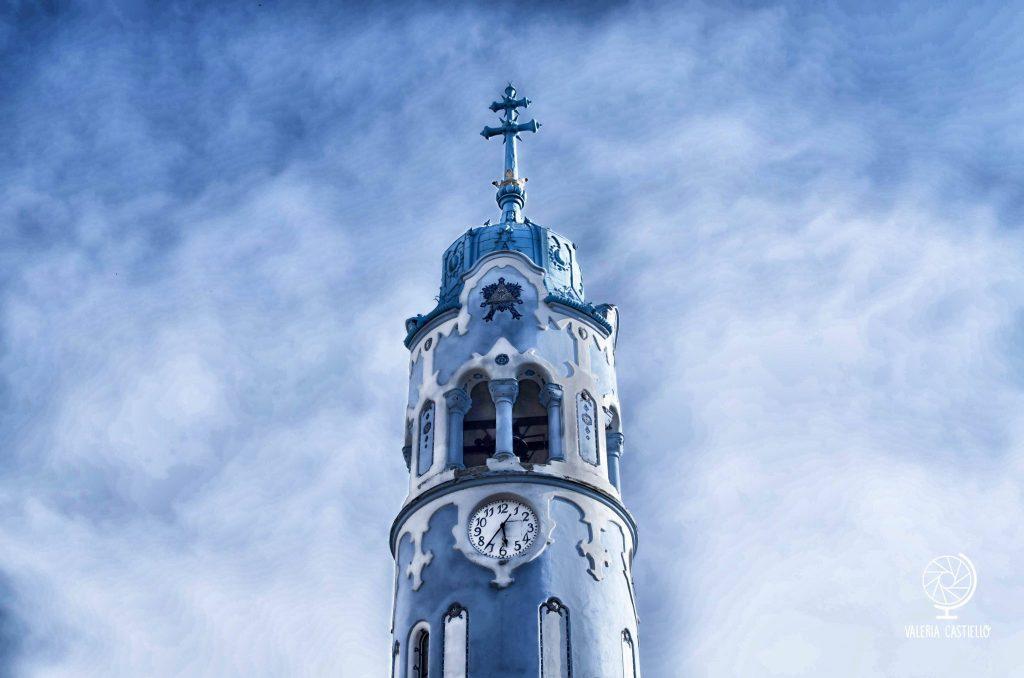 """Nell'Europa in miniatura a Bruxelles, la Slovacchia è rappresentata da questo edificio qui! Si tratta della chiesa di Sant'Elisabetta di Bratislava, soprannominata anche """"chiesa blu"""", """"chiesa dei puffi"""" o """"marshmallow"""" - Primi '900, stile secessionista ungherese"""