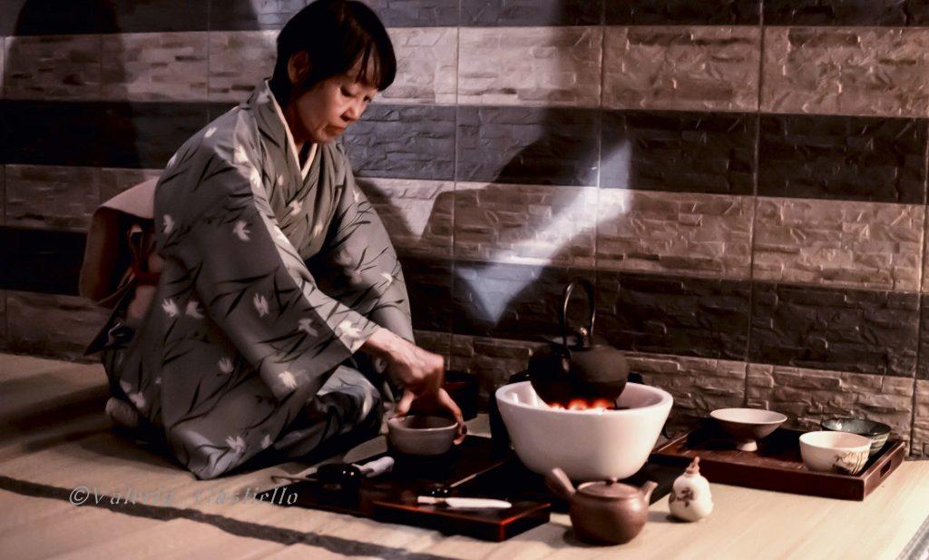 Giappone a Roma -La maestra Sobi durante il Cha no yu