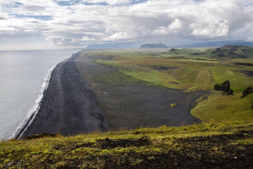 Panorama da Dyrhòlaey, ottimo posto per avvistare i puffin in Islanda! ©Beatrice Roat