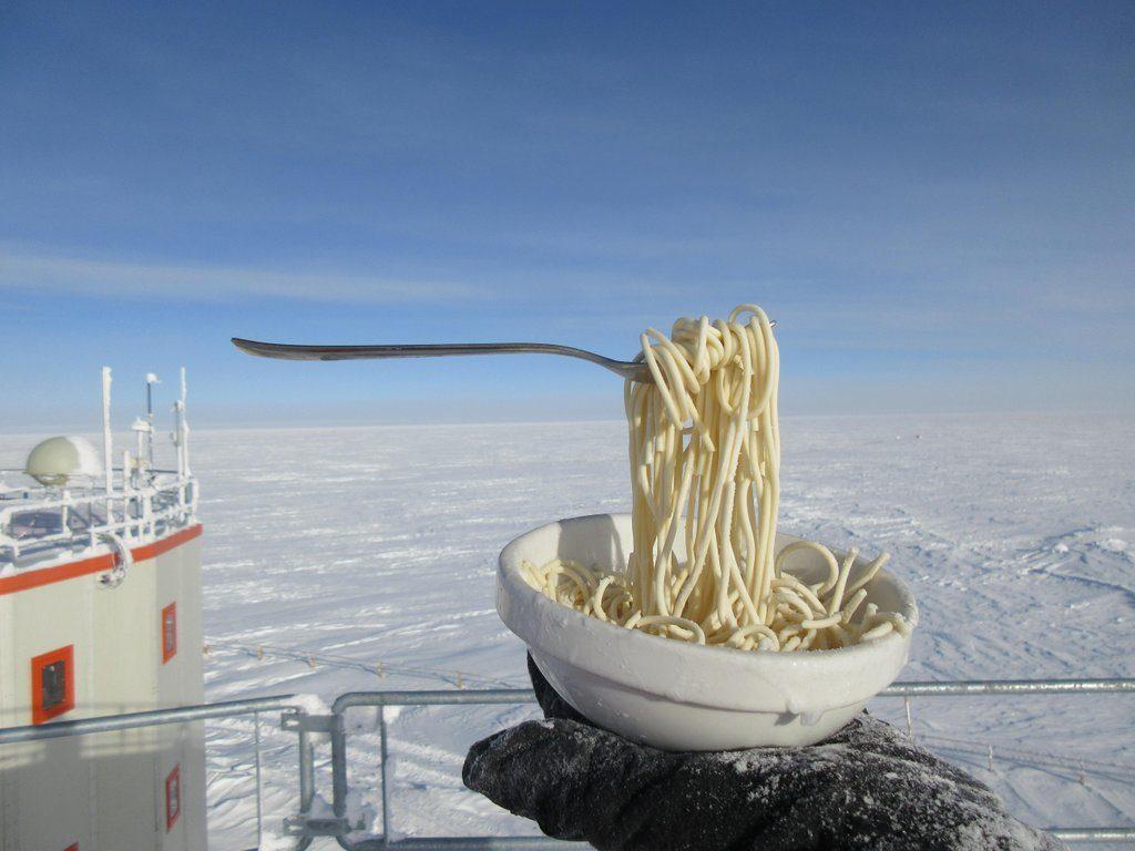 Mangiare la pasta a -70°C - Base italo-francese Concordia ©Cyprien Verseux-Carmen Possnig