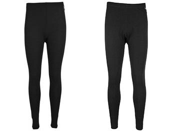 Intimo termico - calze in lana merino della Mountain Warehouse: pantaloni da donna a sin, da uomo a dx - abbigliamento per andare a caccia dell'aurora boreale
