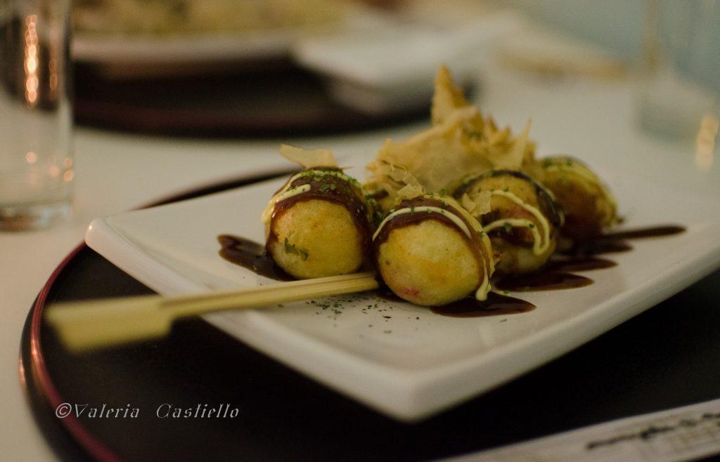 "Giappone a Roma - A pranzo da Waraku - Takayaki, ""Polpo fritto o grigliato"" tipico di Osaka"